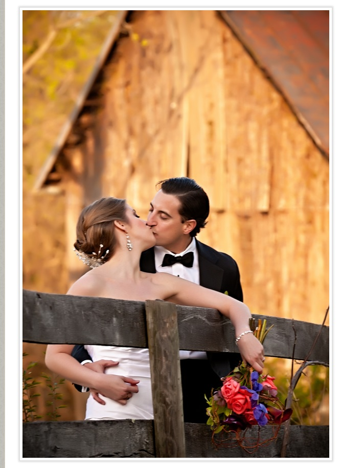 bride-and-groom-kiss-at-fence