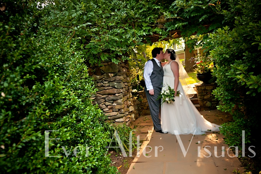 Airlie-Conference-Center-Wedding-Photography-047